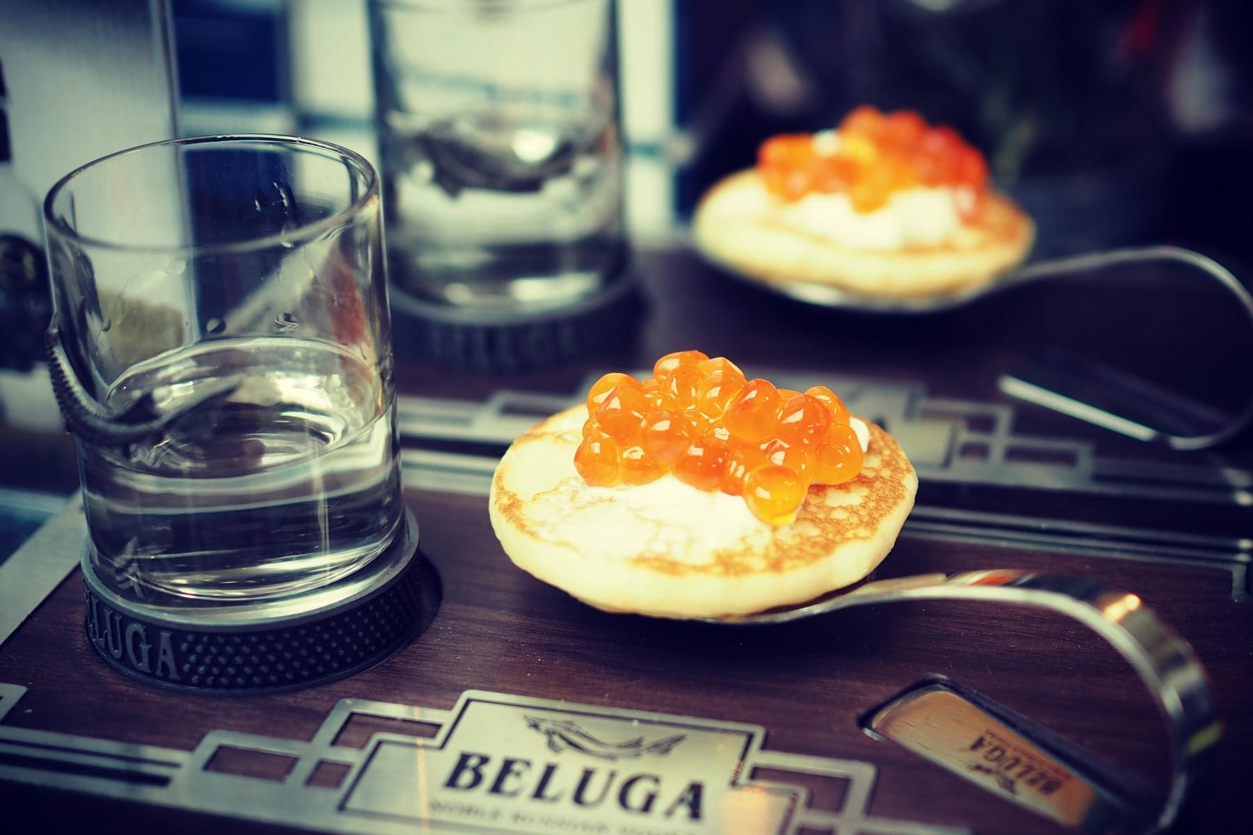 Kaviar, Blinis und Wodka