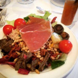 Nur ein kleiner Salat vom Buffet